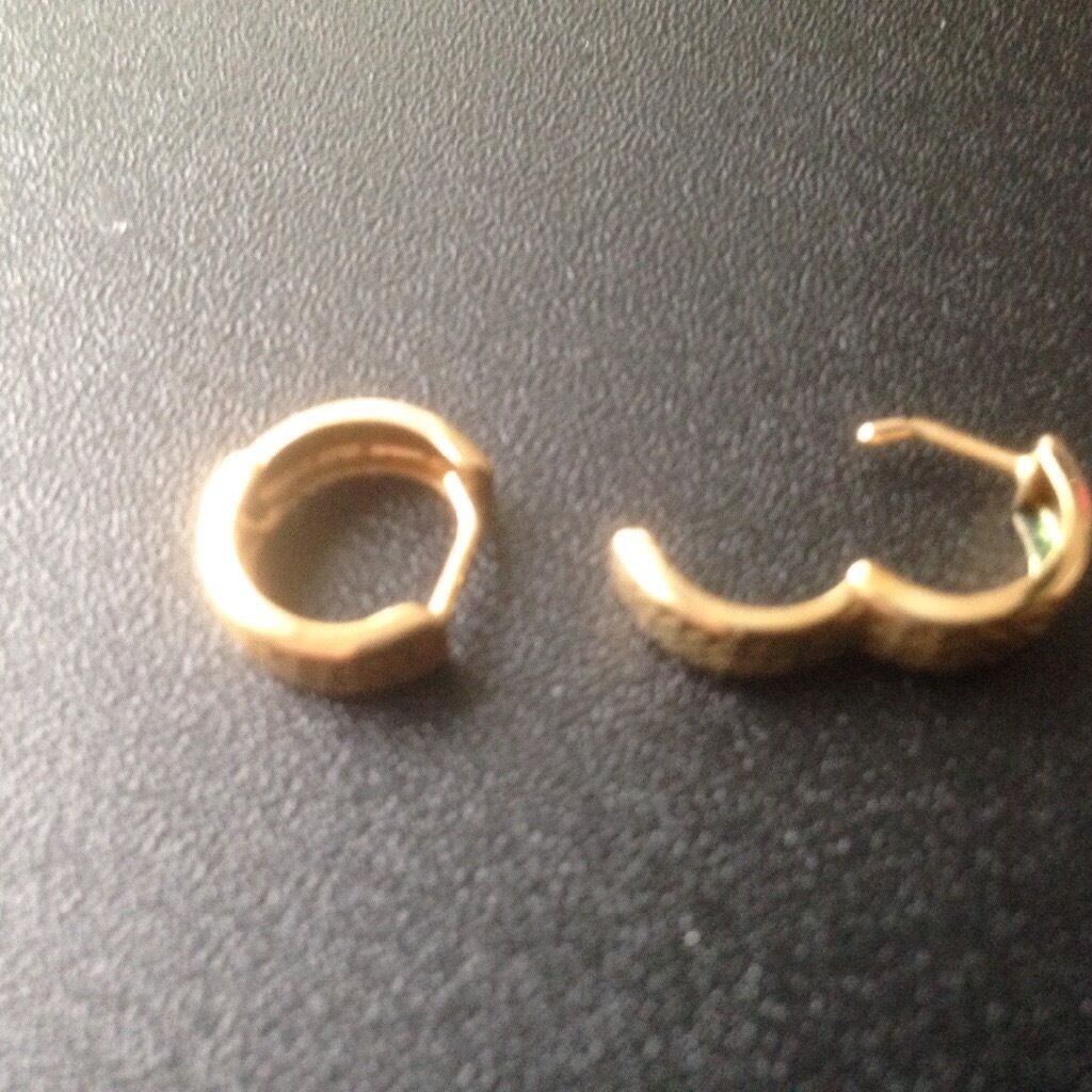 Gents gold earringsin Seaton Delaval, Tyne and WearGumtree - One pair of gents gold earrings in great condition. Weight .7g and I would like £20 for them. Please call/text Geoff on 07960940645. Thank you