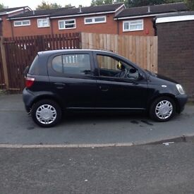 Toyota yaris 5 door black 1.0