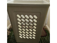 IKEA laundry basket can hang on the wall in good condition