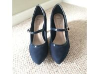 Navy heels - Size 3 wide fit - New Look - Barely worn!