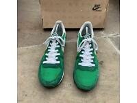 Nike challenger trainers size 6