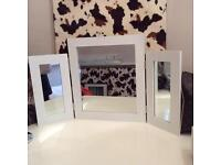 White triple dressing table mirror vgc folding Barely used was in spare room
