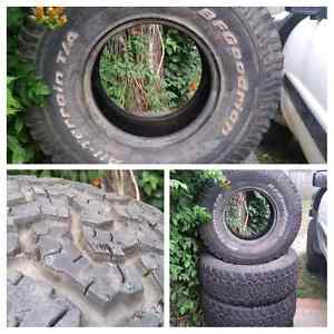 4 x BfGoodrich All Terrain 33 × 12.5 × 15 Tyers Crows Nest North Sydney Area Preview