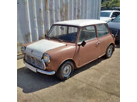 Left hand drive Austin MINI for restauration. Starts and runs. Barn find.