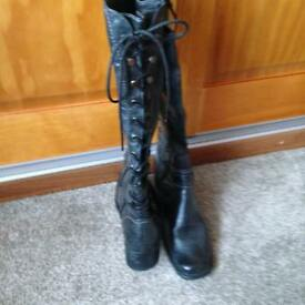WOMENS BOOTS - (UK SIZE 5) UNUSUAL BLACK LACE TIE BOOTS