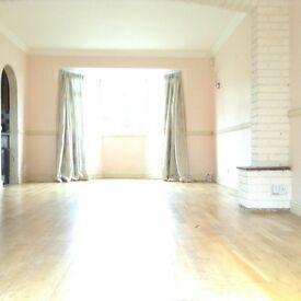 Supersize studio flat to rent in CHARLTON SE7, with the BIG GARDEN AND ALL BILLS INCLUDED