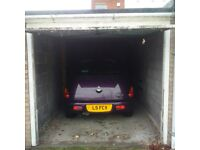 £ 90.00 a MONTH SECURE GARAGE / STORAGE TO RENT IN WOODFORD IG8 0DB