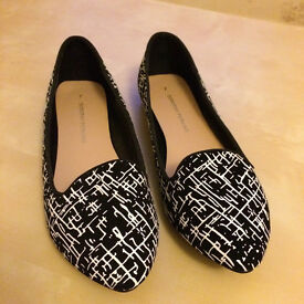 Black with white detail flat shoes Dorothy Perkins size 7 - £8