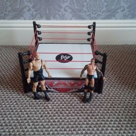 Wrestling ring with 2 figures