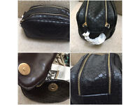Gucci Toiletry Bag Leather zippy comes dust bag