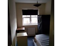 Single Room available in two bedroom first floor flat in cenrtal Guildford