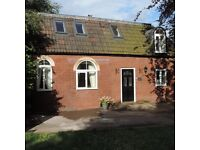 Beautiful 3 bed coach house in quiet leafy Redland