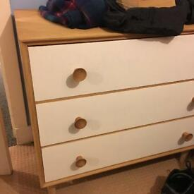 Meredew chest of drawers in excellent condition !