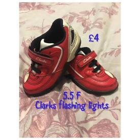 Clarks 5.5F flashing lights