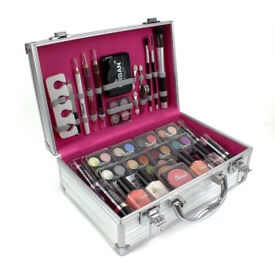 profesional make up 60 piece in an elegant silver metal case