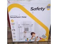 SAFETY FIRST PRESSURE FIT GATE.