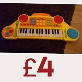 Toy play keyboard