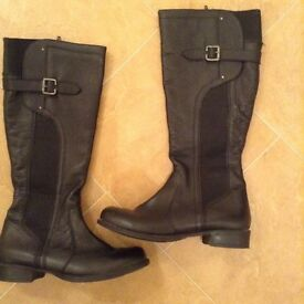 LADIES BLACK LEATHER BOOTS SIZE 6.5