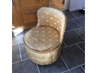 bedroom chair ideal to recover