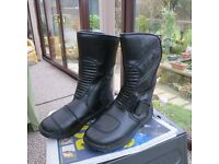 TECH 7 MOTORCYCLE BOOTS SIZE 6.