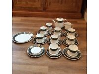 VINTAGE CHINA TEA SET ELIZABETHAN LUCERNE