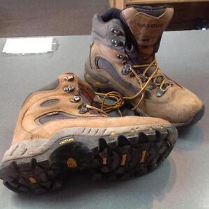 Vasque Hiking Boots (sku: 4KCCJF))