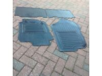 for sale Toyota Rav4 icon 2013 model front and back rubber mats in good condition
