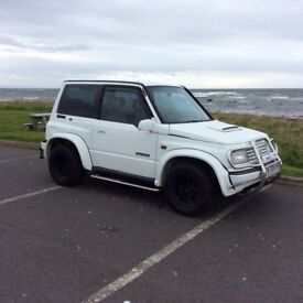Suzuki vitara White in colour 1.6