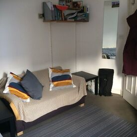 Double Room in recently redecorated 4 bedroom flat 5 mins from Kentish Town tube and Overground