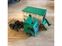 Bruder lorry/ cattle transportation truck
