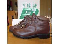 Women's Raichle leather walking boots, size 5 1/2