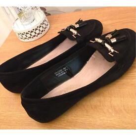 Black Shoes: Size 6.