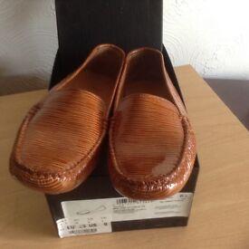 NEW HUGO BOSS Ladies flat designer slip on loafer shoes. Size 6 (Eur 39) . Still in box.