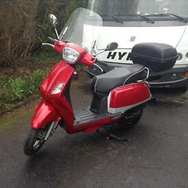 Bargain 125cc KSR scooter - Almost new !