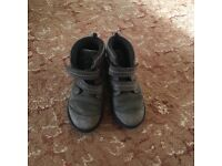 Boy boots-used