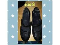 Woman's black shoe