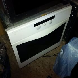white single electric Whirlpool oven in great condition can deliver