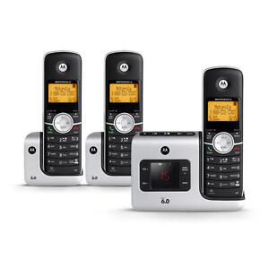 Cordless Phone w/ Answering Syst. & 3 Handsets - Motorola L403