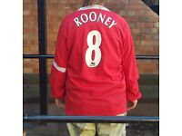 Retro Manchester United Rooney shirt.