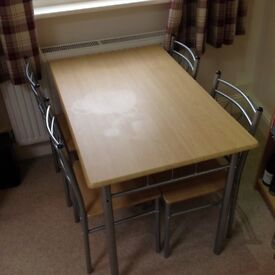 Dinning room table with four matching chair