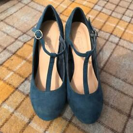 Size 5 High Heel Teal Shoes