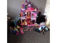 Disney princess doll castle with carriage, 18 dolls and lots of accesories!