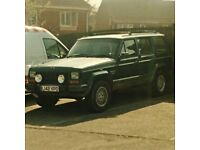 its a 1994 cherokee jeep 4liter petrol good lil runner had no problems with it