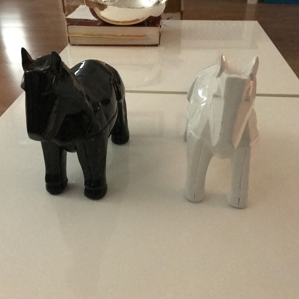ZADAR White & Black Resin White Faceted Horses Objects