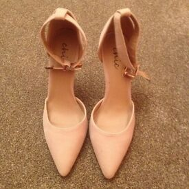 LOVELY (BRAND NEW) BEIGE COLOURED HIGH HEEL SHOES - SIZE 6