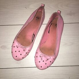Girls pink pumps