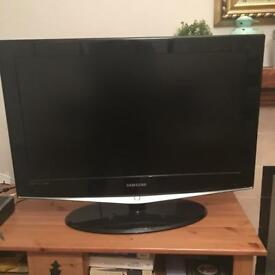 """32"""" TV Samsung - used and fabulous"""