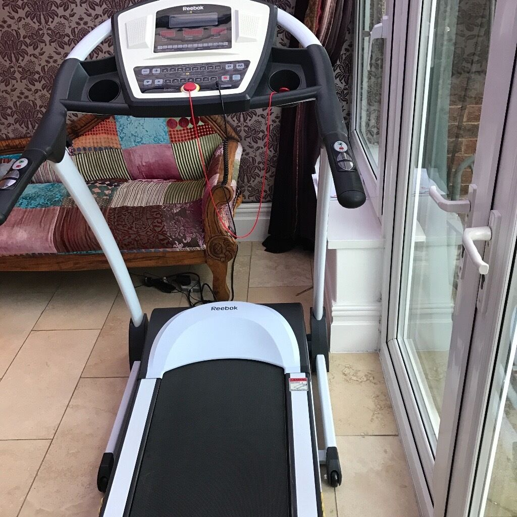 Reebok Z8 Run Treadmill Almost As New Hardly Used With