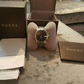 Mens Gucci watch YA101204