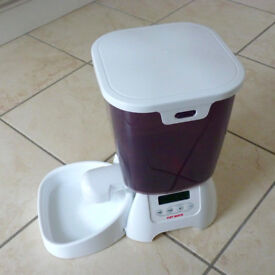 Cat feeder (dry food) C3000 by Cat Mate